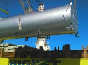 Carga de una caldera de Sugimat en el puerto de Valencia